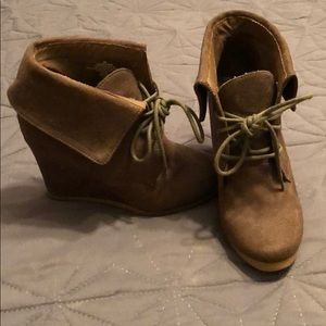 Womens olive green wedges